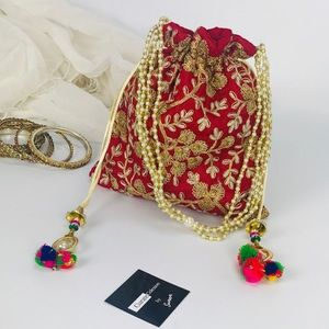 Handbags - 💥NEW💥Boho Embroidered Drawstring Clutch Bag